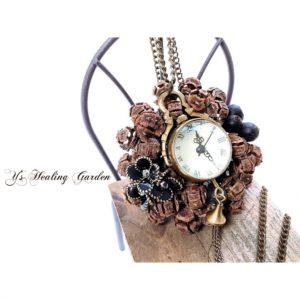 時計の木の実飾り